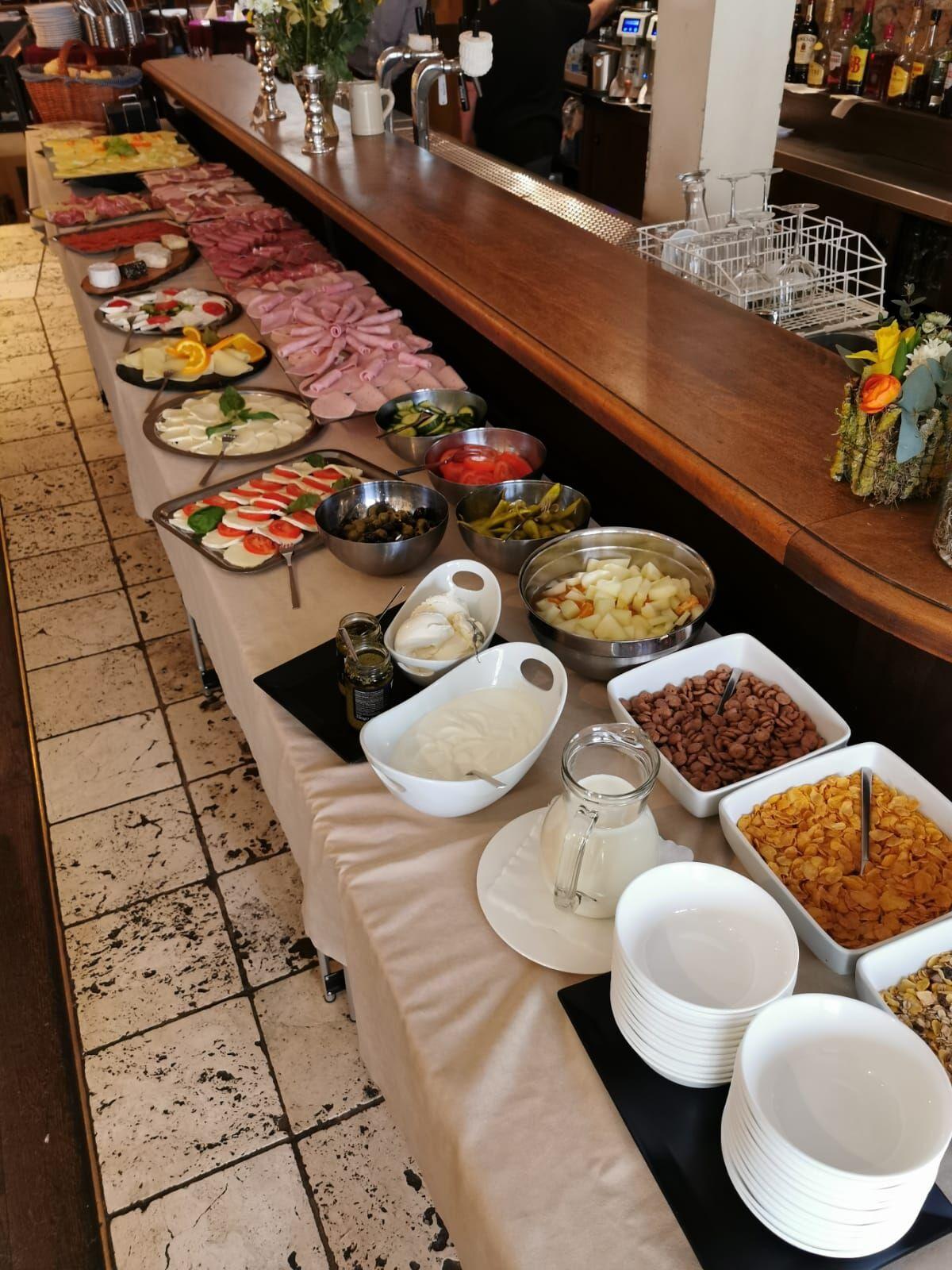 Frühstücksbüffet Samstags 10-13 Uhr Sonntags 10-14 Uhr Inklusive 1Tasse Kaffe und 01,l o.saft 9,90€