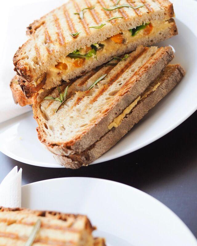 Vegan hummus toastie with caramelised onions, capsicum and mint