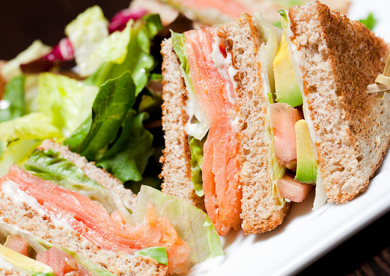 Zalm Club Sandwich Deze klassieker onder de lunchbroodjes mag je zeker niet missen.
