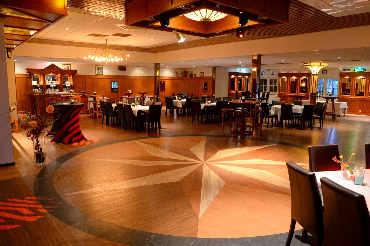 we hebben een zaal die geschikt is voor feesten of bijeenkomsten tot 400 personen