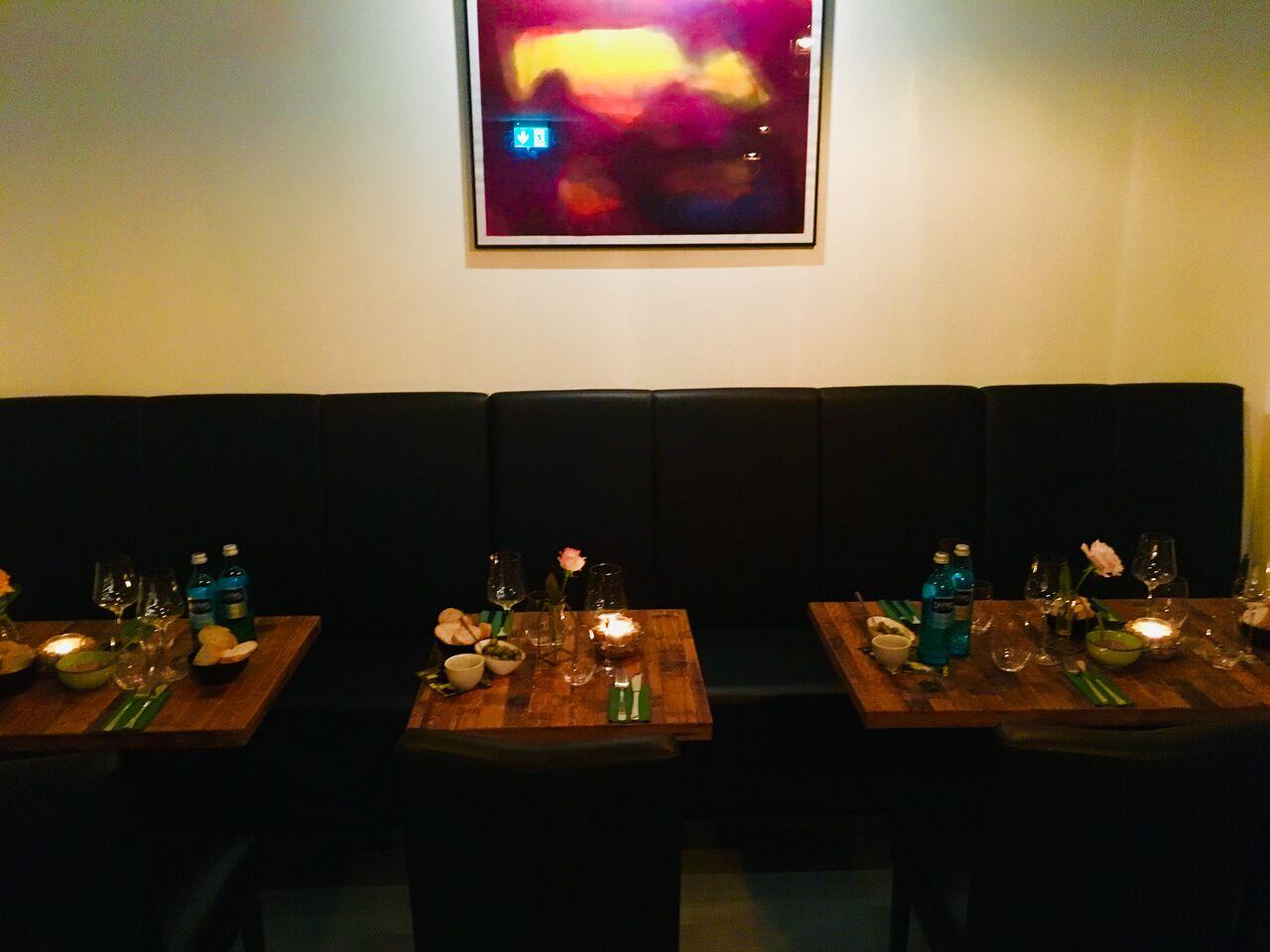 Bei uns können bis zu 50 Personen ihre Firmenfeier,Geburtstage oder Hochzeiten im stilvollen Ambiente feiern.
