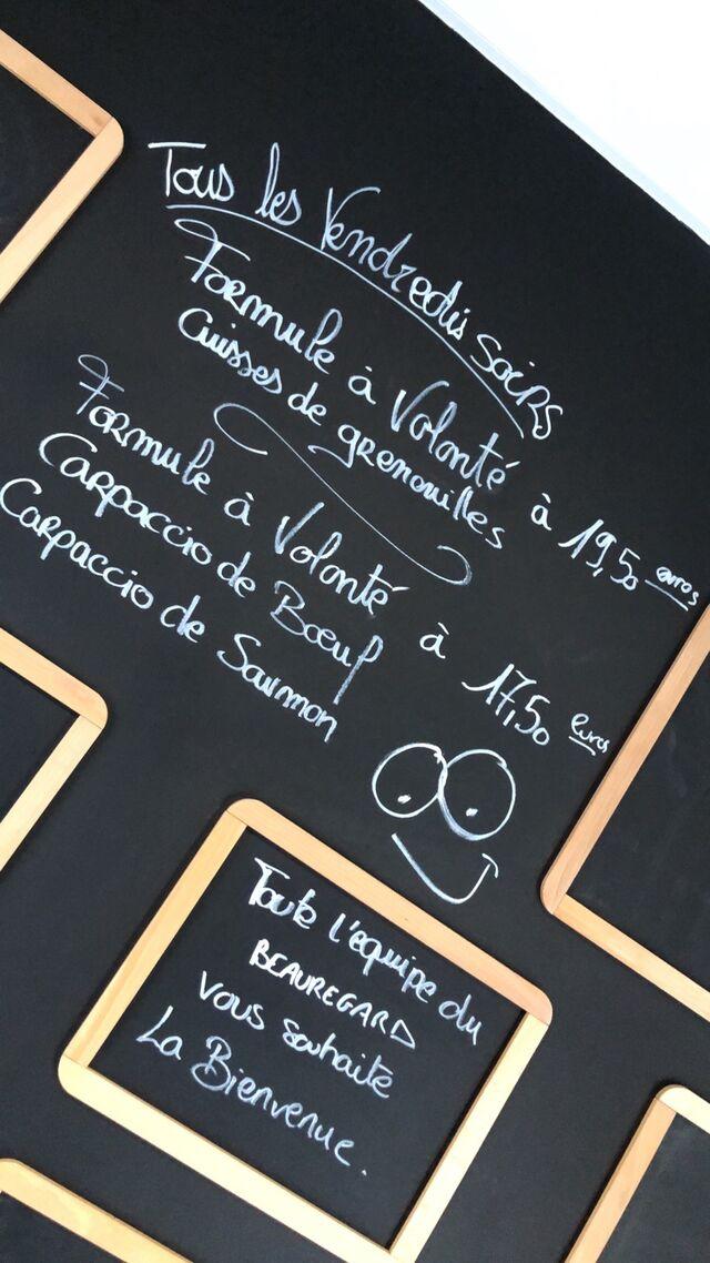 N'hésitez pas Venez déguster nos cuisses de grenouilles servis avec frites et salade verte à volonté pour 19,50 euros seulement