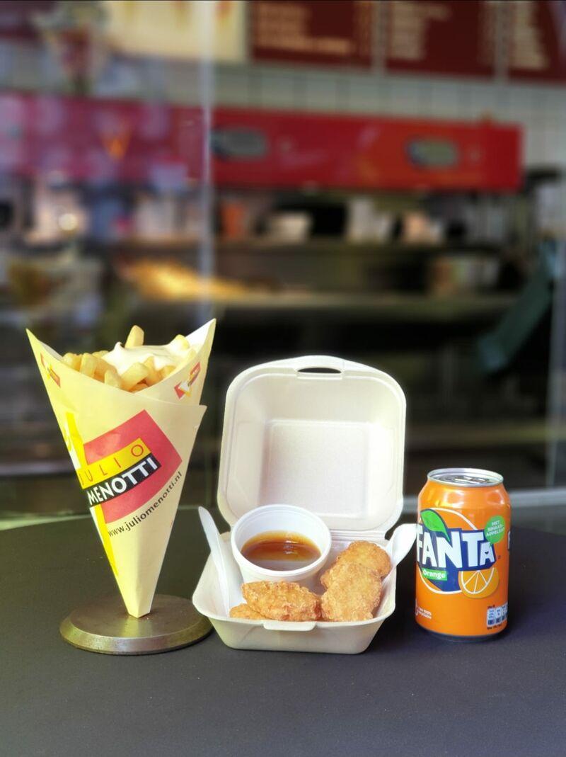 Afhaalmenu voor maar €5,95. Friet met kipnuggets en een frisdrank of milkshake.