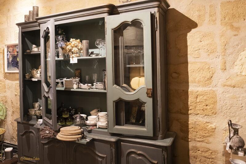 Vous pourrez également acheter de la vaisselle neuve ou chinée ainsi que des articles de décoration