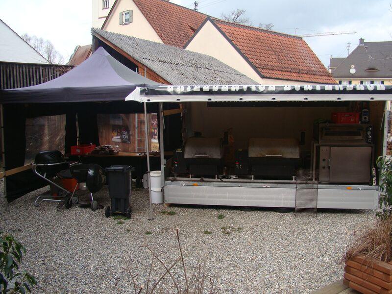 Unser Grill-Stand, aufgebaut an einer Location (Kultur Stadl Wörleschwang)