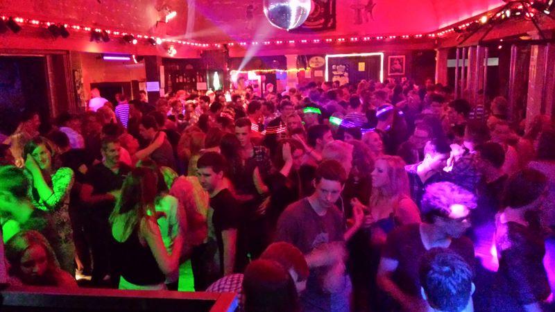 Die bekannten Ü Partys bis 500 Personen haben Spaß!