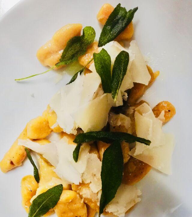 Süßkartoffel gnocci und Salbei, Parmesan