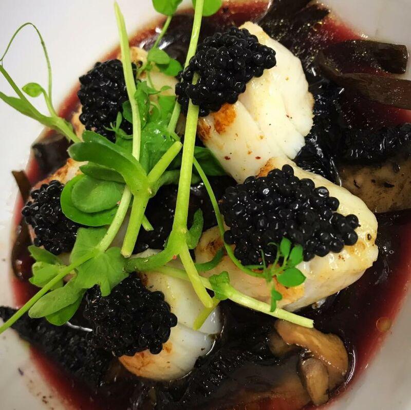 Saint-Jacques rôties au Caviar, Jus au Pontet-Canet