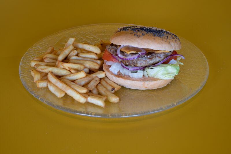 Nous vous proposons plusieurs burgers fait maison exclusivement avec des produits frais