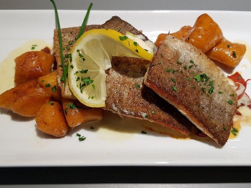 Gedünstete Forellenfilets an Paprika-Wacholdersalsa & Süßkartoffel Gnocchis