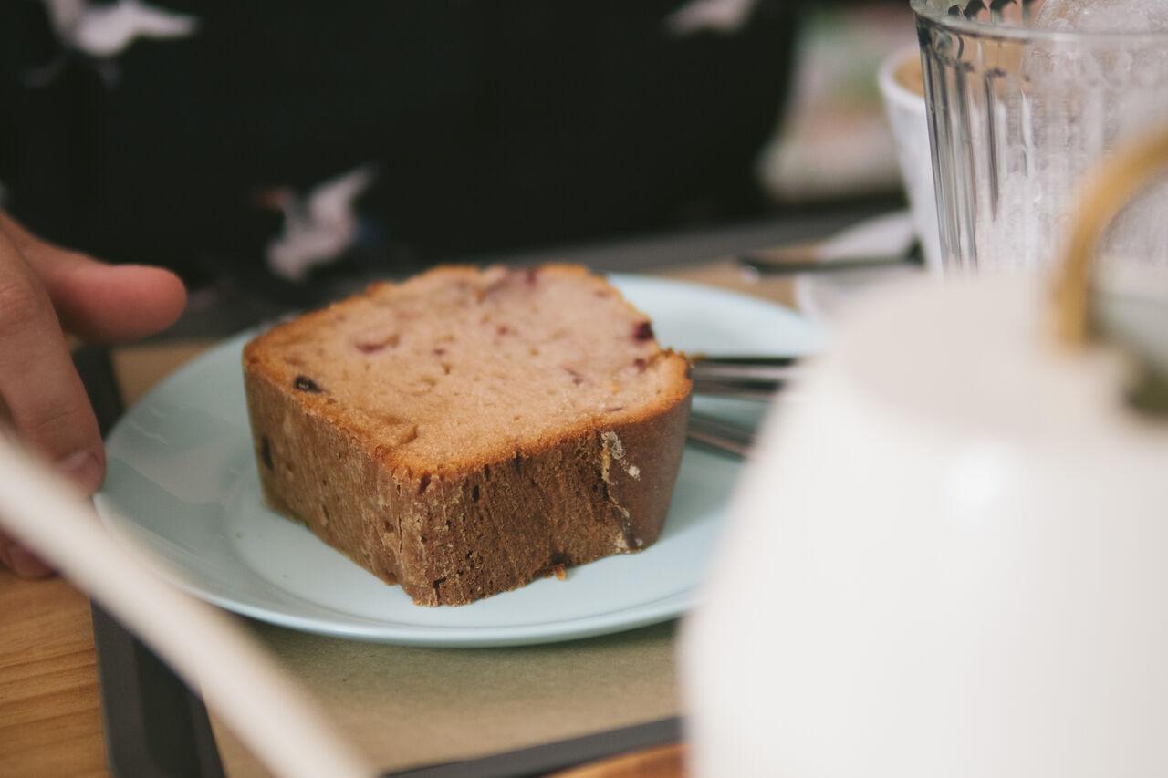 Cada día preparamos bizcochos caseros perfectos para acompañar a nuestro café.