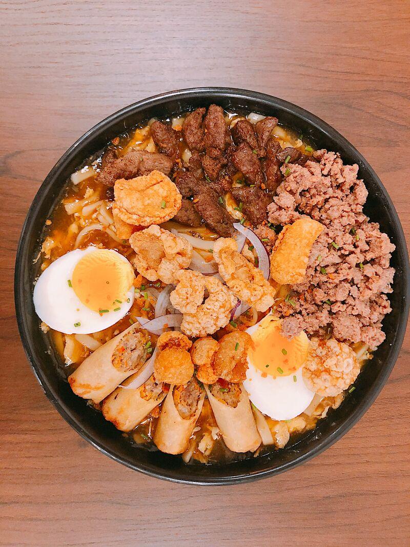LOMING BATANGAS VERSION 2.0 Sopa espesa con tallarines especialidad de la provincia de Batangas.
