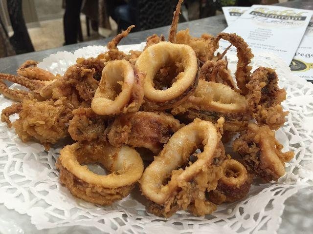 Gran variedad de Tapas, como estos Escombros de Calamar