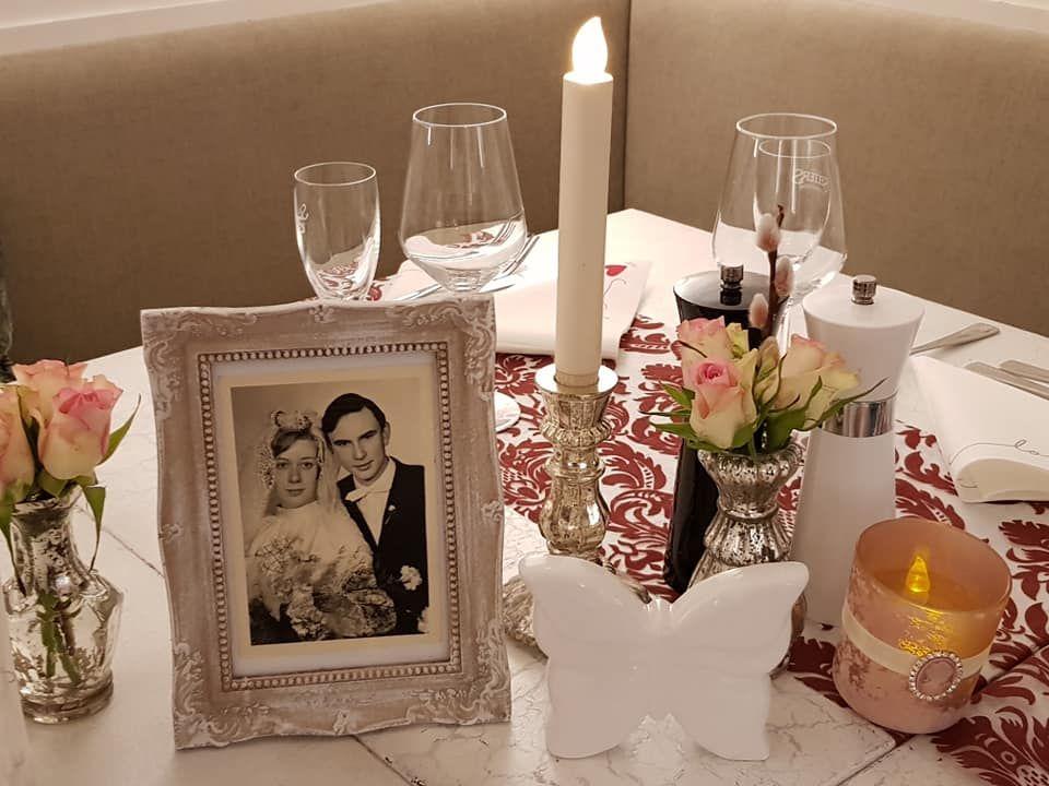 Liebevoll eingedeckte Tische , je nach Anlass