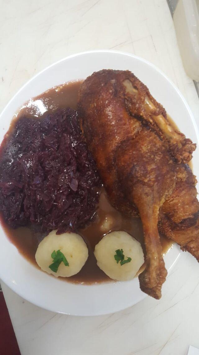 - Ente mit Rotkohl & Klößen auf Orangensauce -