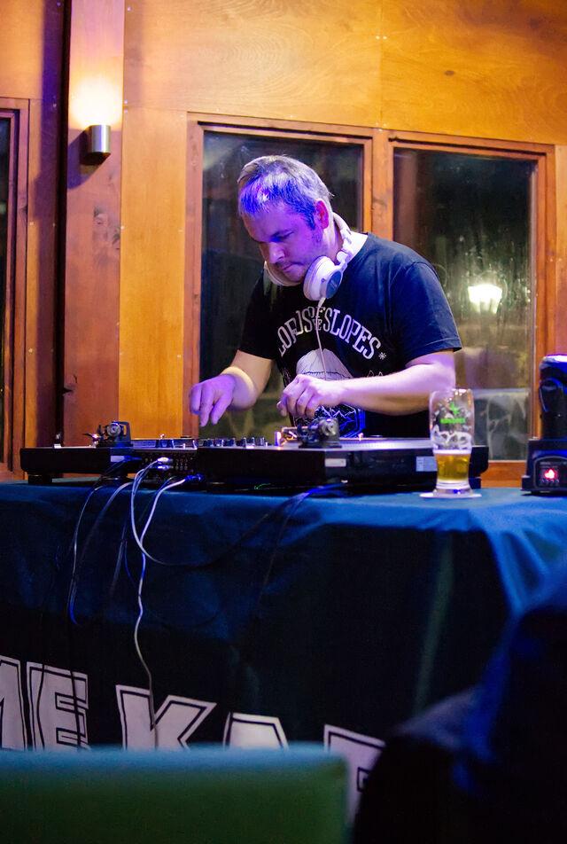 Náš rezidentní DJ Adam PůlGram na pravidelné akci