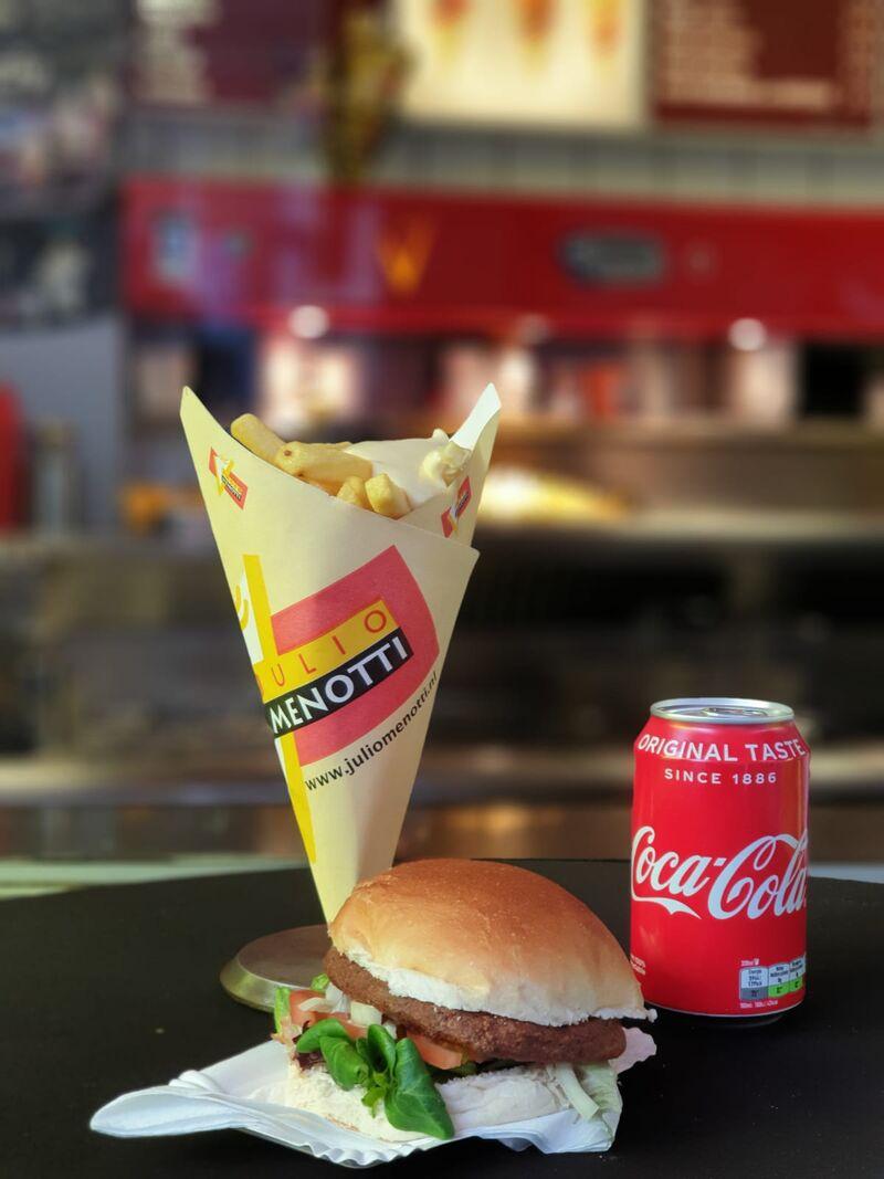 Afhaalmenu voor maar €5,95. Friet met een hamburger en frisdrank of een milkshake.