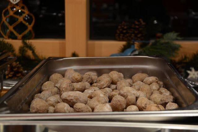 TOP-Seller unter den Beilagen: Papas arrugadas, typisch kanarische Kartoffeln in feiner Salzkruste.