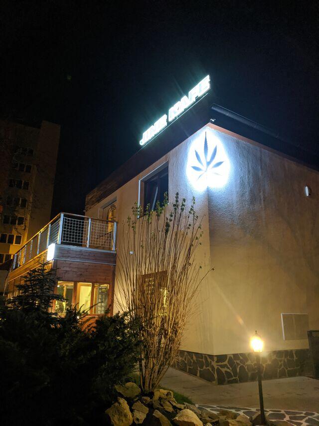 V noci to u nás pěkně svítí :-)