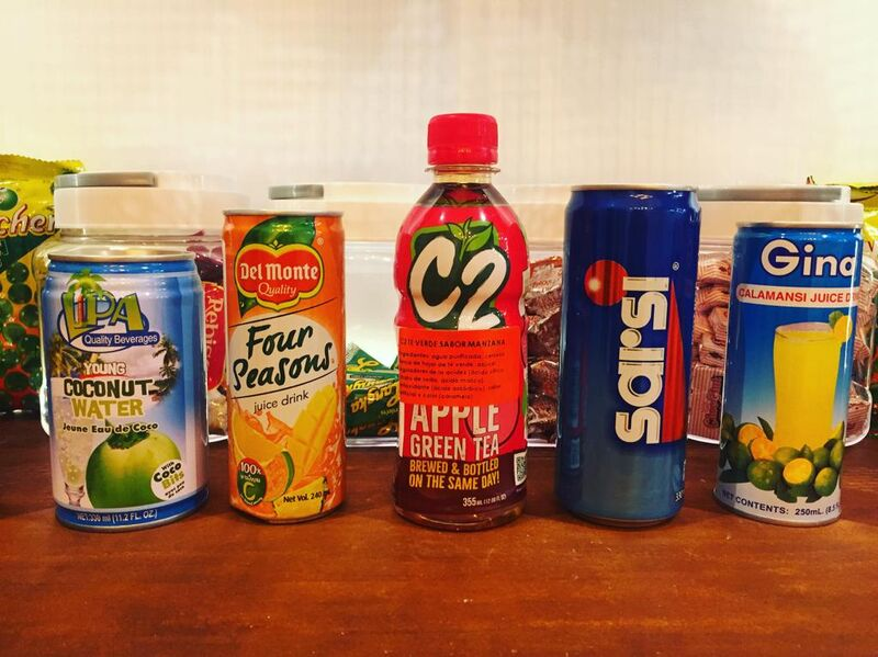 REFRESCOS FILIPINOS Agua de coco, zumo tropical, té con sabor a manzana, rootbeer y zumo de calamondina.