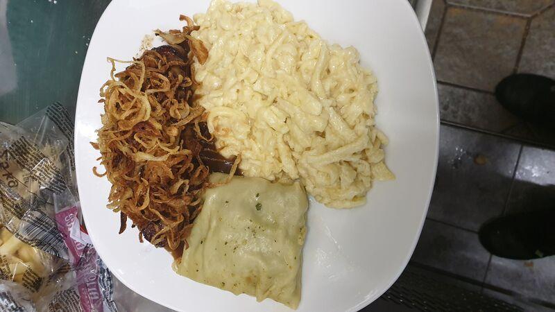 Schwabenteller Rostbraten,Maultäschle und Käsespätzle