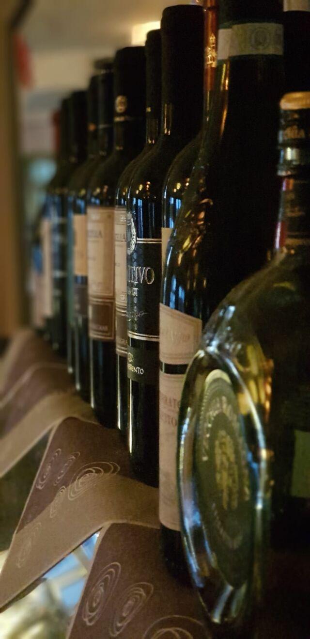 Große Auswahl an köstlichen Weinen