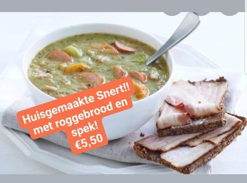 Huisgemaakte Snert met roggebrood en spek! 5,50