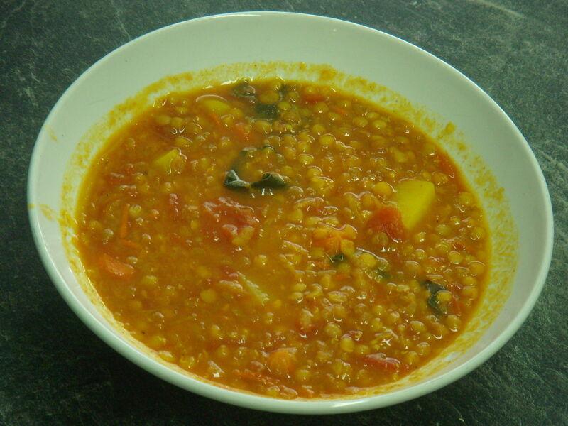 Leckerer herzhafter Hahner-Curry-Linseneintopf