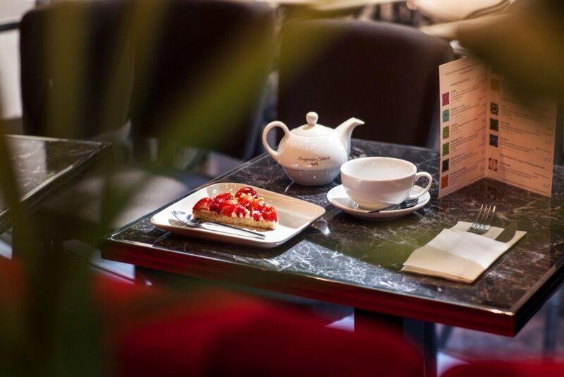 Venez déguster un café ou un thé accompagné de nos délicieuses tartes élaborées par notre pâtissier pour un après midi gourmand