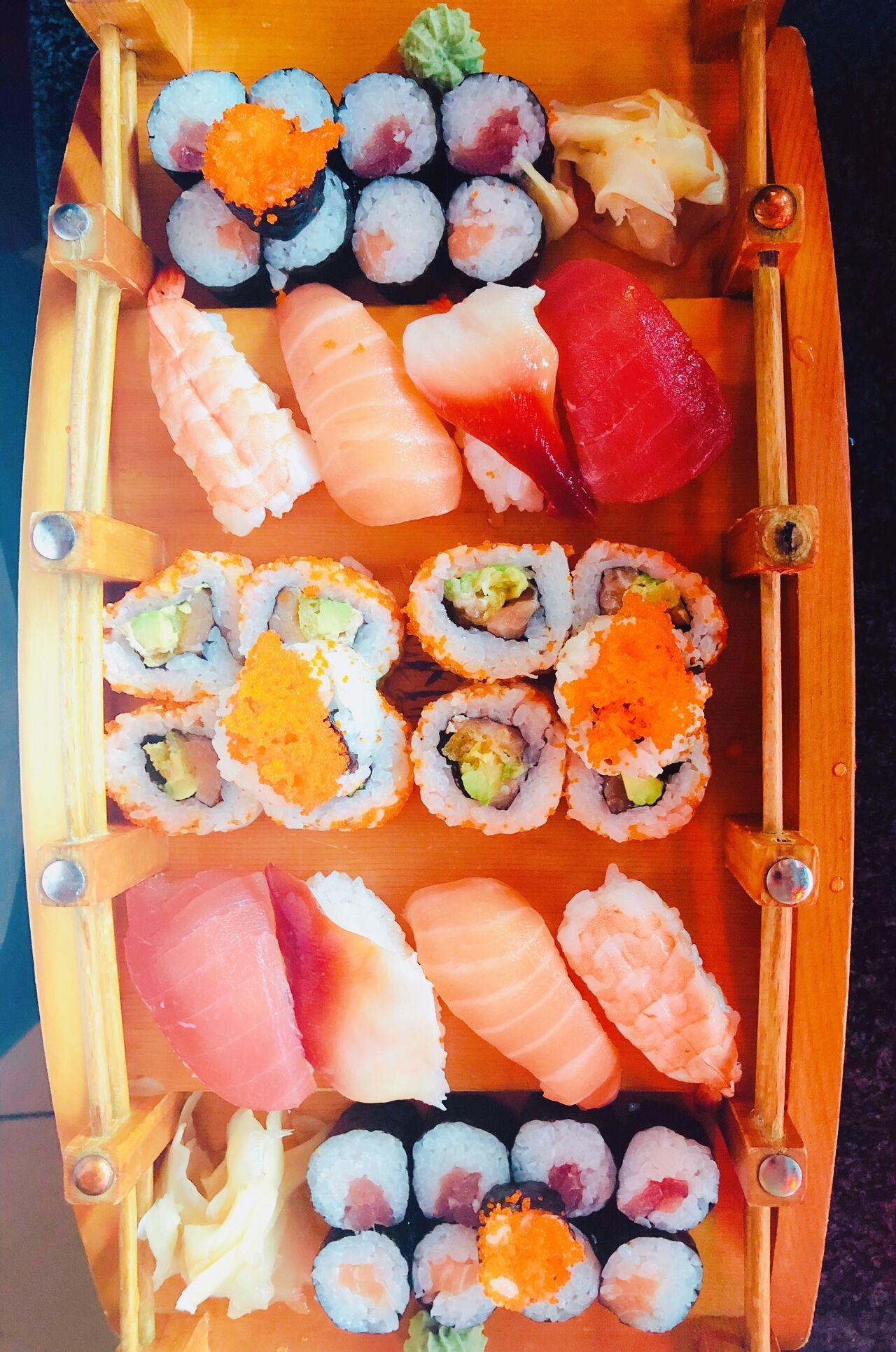 Sushi Land Spezial für 2 Personen. Gratis dazu zwei Miso Suppen und 2 Getränke!