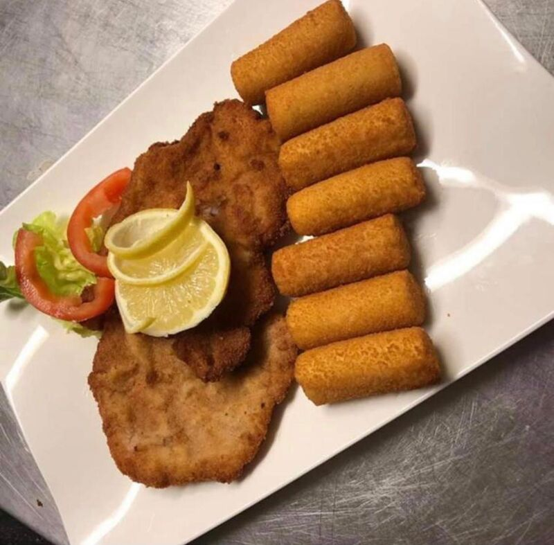 Jeden Tag Schnitzel mit Pommes frittes all you can eat Mo-Fr. 11:30-17:00 Uhr 9,90€