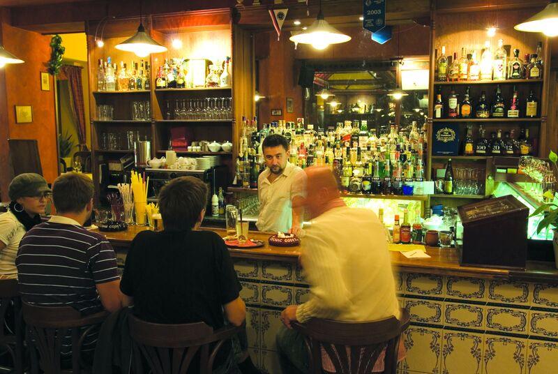 Velký výběr lahodných destilátů s posezením na baru