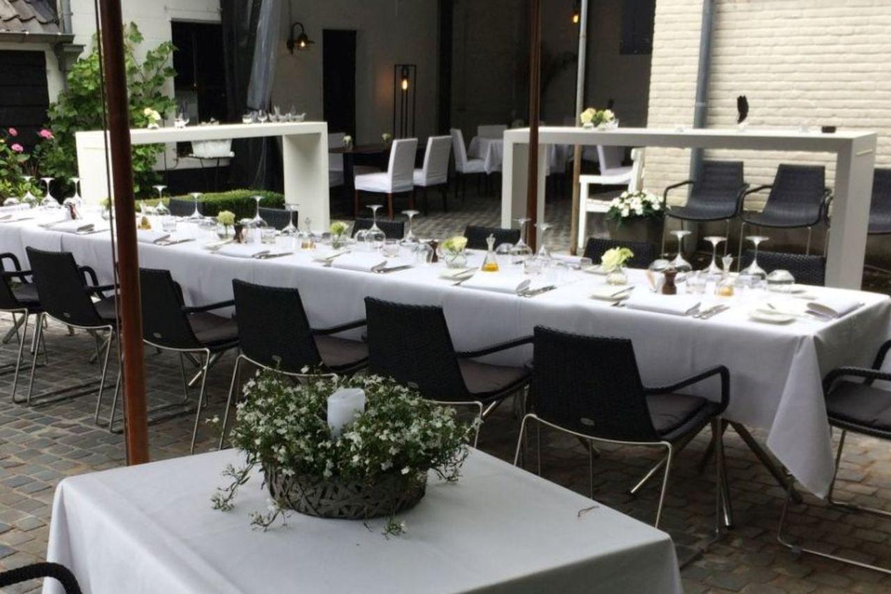 Heerlijk tafelen op ons verwarmd en overdekt tuinterras
