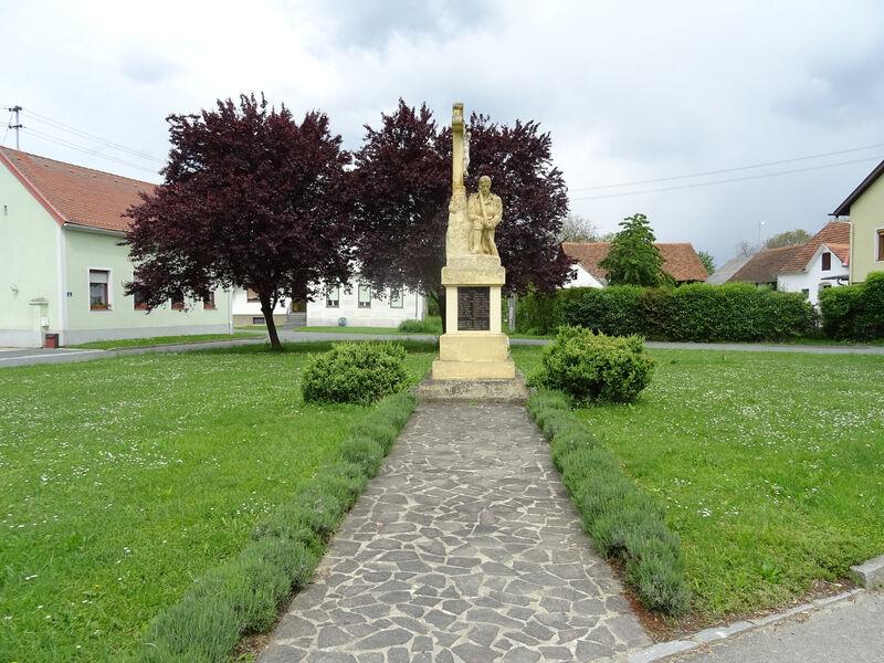 Denkmal der Gefallenen in den beiden Kriegen