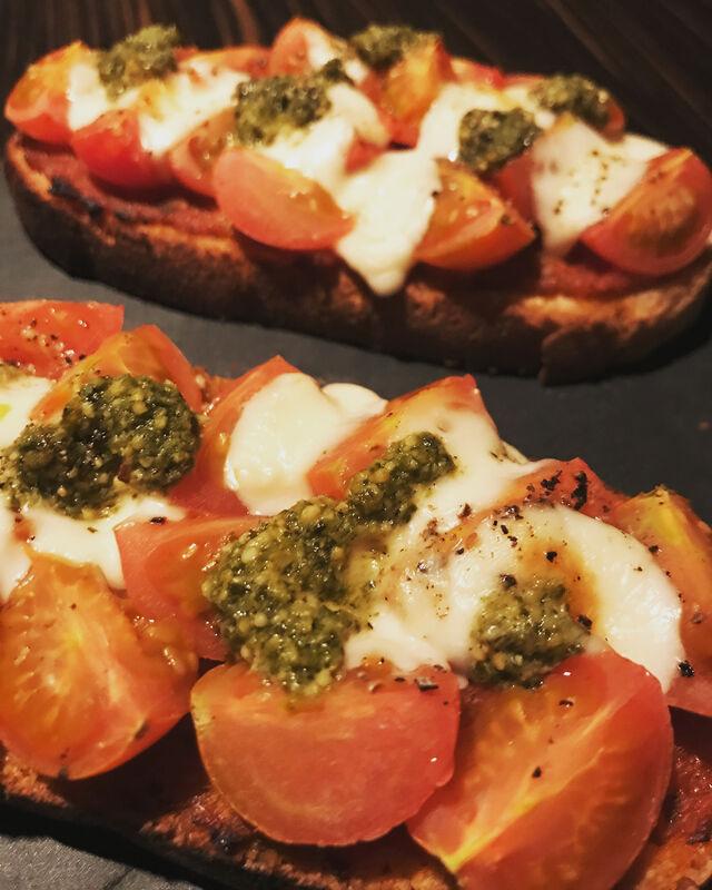 Tartines tomates mozzarella basilic