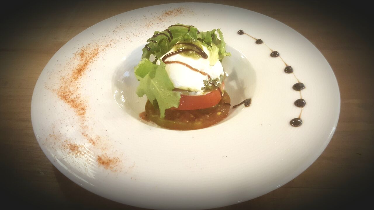Mille feuille de tomates, Burratina et pesto basilic