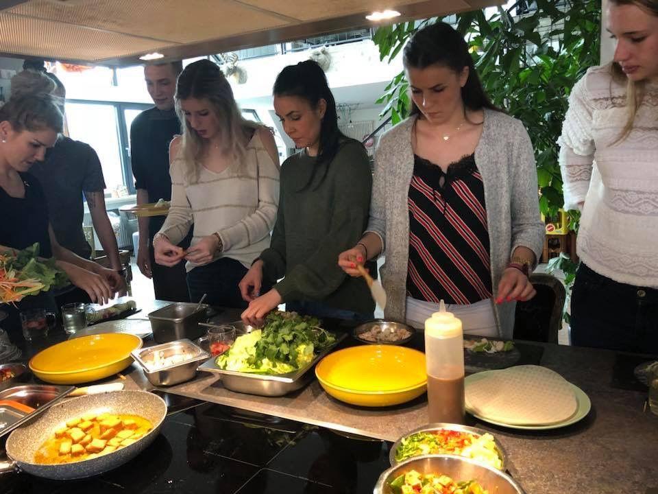Ladies in Black beim selber kochen