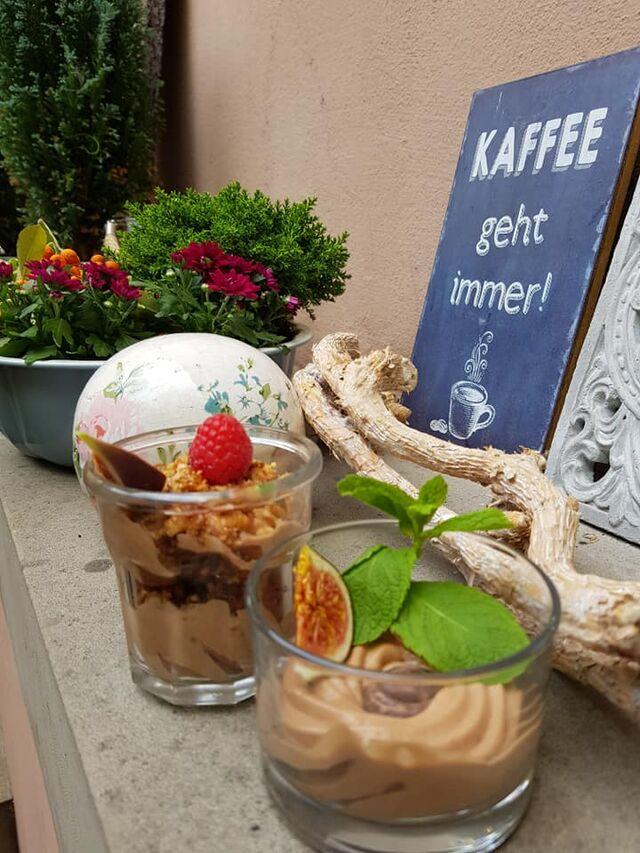Wechselnde hausgemachte Desserts