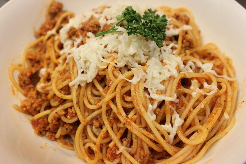 Wsród makaranów: spaghetii bolognese.