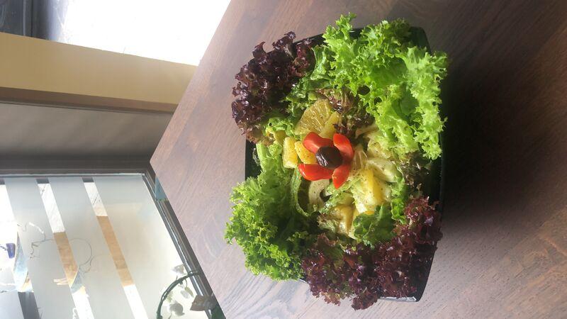 Lollo Salat mit Fenchel und saftige Orangen
