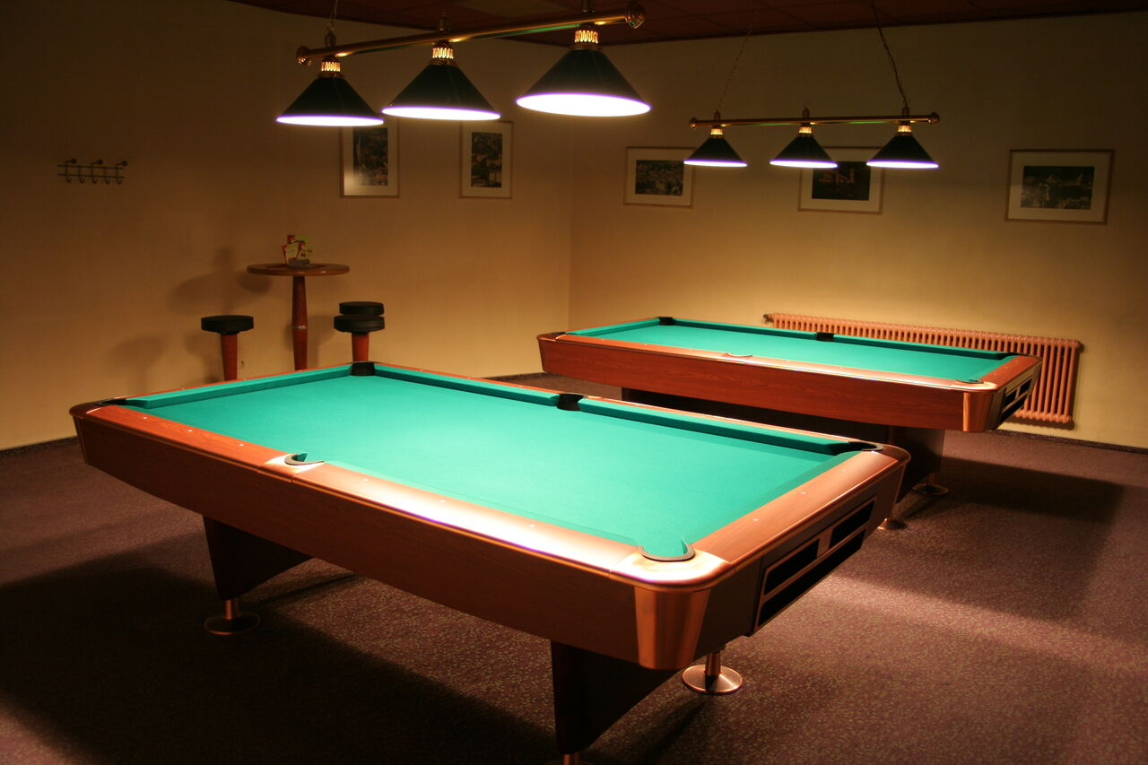 Billard in separatem Raum