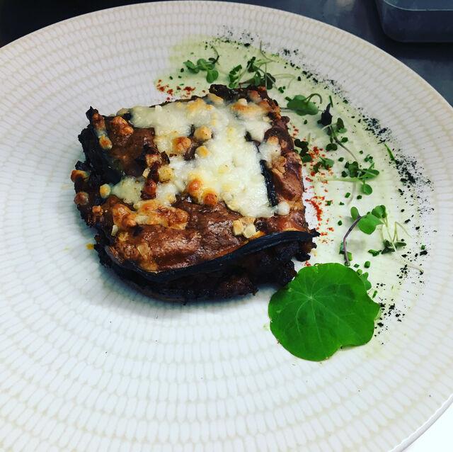 Nuestra Musaka (nuestros menús semanales varían según el chef )