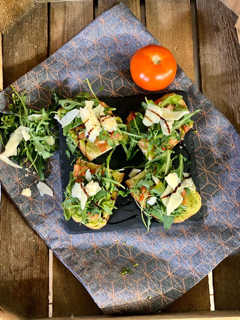 Tomaten-Avocado Bruschetta