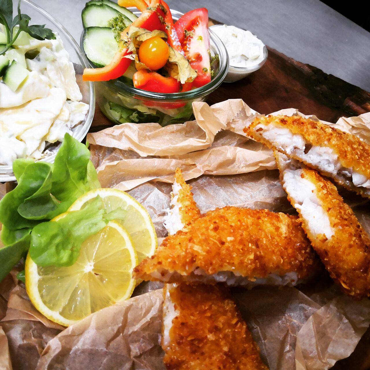 Backfisch mit hausgemachtem Kartoffelsalat - das können wir.