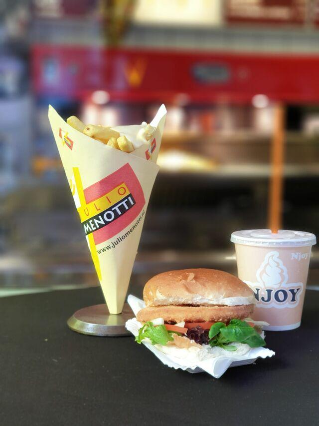 Afhaalmenu voor maar €5,95. Friet met een kipburger en frisdrank of een milkshake.