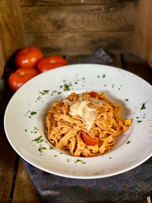Hausgemachte Tomaten Fetuccine/Pesto Rosso