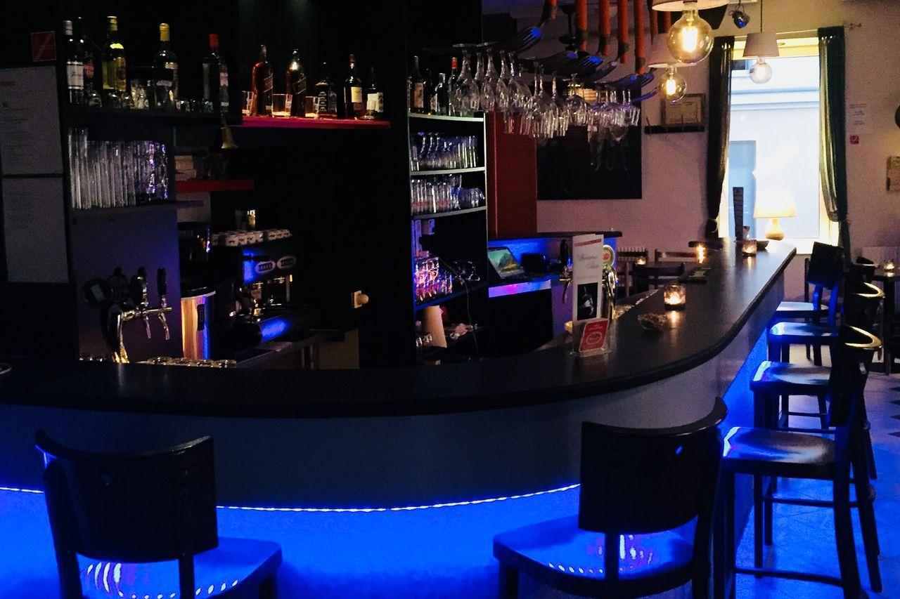Luciano's bar