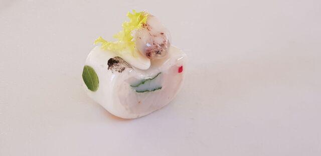 Finger food di merluzzo al vapore con calamaretti spillo