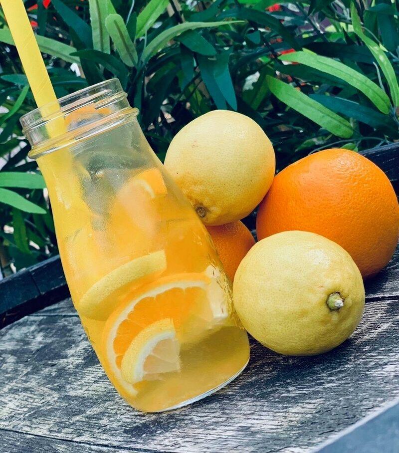 in de zomer kan je onze heerlijke home-mail ace-tea komen drinken. een verfrissing voor het warme weer/