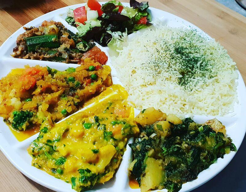 gemischte Platte mit Korma und Curry - Lamm, Hähnchen und vegetarisch